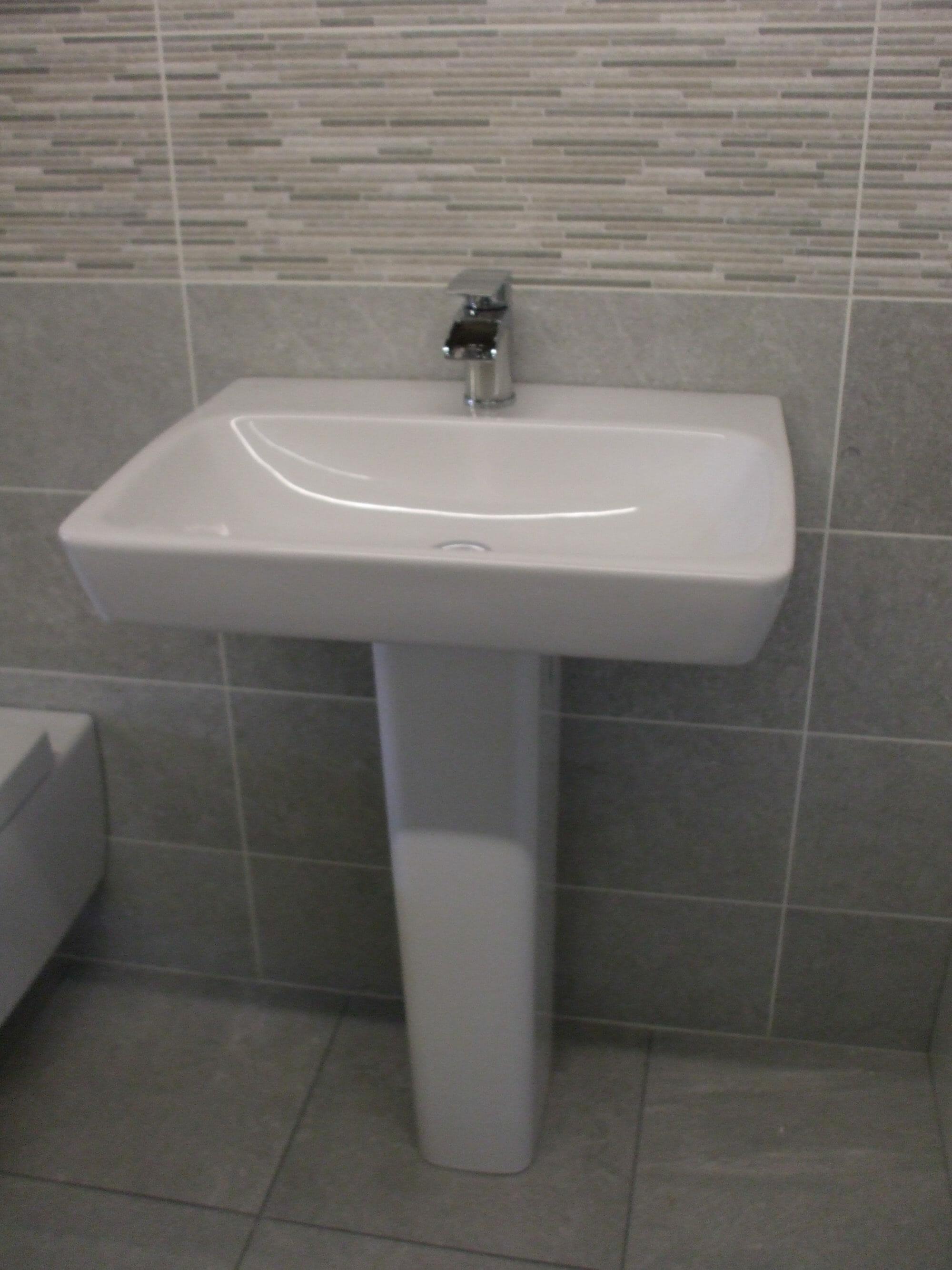 Ex display alan heath sons designer bathrooms for Ex display bathrooms